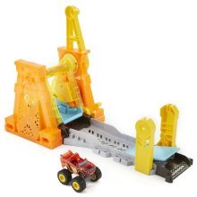 Blaze and the Monster Machine Light & Launch Hyper Loop Play Set DTK34